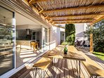 Gîte design piscine intérieure Uzès Pont du Gard
