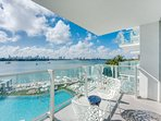 Deluxe  Luxury Bay view balcony Condo, Parking options, free WiFi, 24 Gym, Spa.
