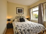 Groundfloor double room with kingsize bed