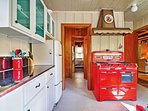 Cook a delicious meal with the vintage red gas stove in the fully equipped kitchen!