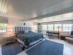1st Level Master Bedroom En Suite