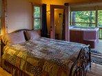 1st Floor Bedroom (Queen)
