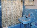 2nd Level Bathroom w/Full Bath (Tub & Shower)