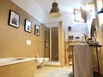 Il bagno, comodo e confortevole