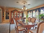 Gather around the lovely dining table to enjoy a fancy meal!