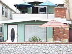 Beach Bungalow 30 Seconds to the Beach/Dining  Bikes/Parking/WiFi