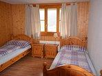 La chambre avec deux lits séparés