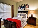 Guest bedroom 2 with queen size bed