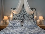 the most confortable queen-bed you have ever slept!