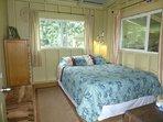 mauka bedroom with queen bed