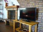 TV y chimenea