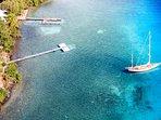 Vue aérienne des eaux turquoises de la baie