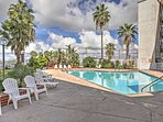 With 2 pools and a beautiful beach right on the other side of the community gates, this condo promises a revitalizing...