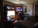 BED RM W/VIEW TV W/CABLE, DVD, WIFI, QUEEN BED, WALKIN CLOSET, DESK