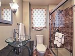 Full Bathroom   Towels Provided   Complimentary Toiletries   Walk-In Shower