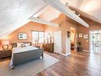 2nd Level Master Bedroom, En Suite, TV