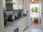 cocina independiente y equipada: lavadora, lavabajillas, horno, vitroceramica, cafetera nespreso....