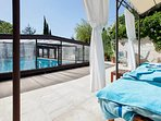 Beautiful and spacious house well-located in Provence with a covered pool, flowering garden and WiFi