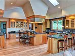 Magnificent Estate with View Sleeps 6-20 Corporate