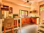 full equipped kitchen (including dishwasher) with breakfast bar