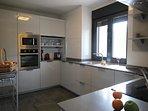 Cocina de diseño muy práctica y funcional