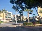 Ideal localización: Junto a Playa, Gasolinera, tienda 24 h, farmacia, bares,