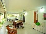 vista del apartamento segundo piso,cocina independiente dotada y con nevera