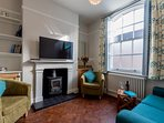 Pretty lounge with original features & LCD TV
