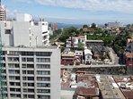 Vista a Valparaíso desde terraza panorámica del edificio