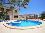 Ta' Menzja, central villa, fully air-conditioned