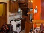 Cocina con Intercomunicador, Refrigeradora, Cocina, Microondas, hervidor de Agua.