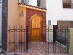 Puerta principal de Ingreso a CASA RISO.