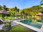 Swimmingpool with bale