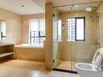 Western bathroom with bathtub - 浴室
