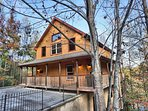 Hoedown Hideaway - 3 bedroom / 3 bathroom cabin in the heart of Pigeon Forge TN.