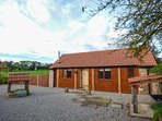 THE CALF SHED, WiFi, romantic retreat, woodburner, in Adsett, Ref. 29559