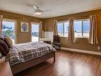 Bedroom,Indoors,Room,Furniture,Bed