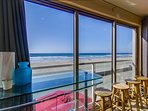 Ocean view breakfast bar