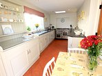 Georgeham Holiday Cottages Perrymans Dining In Kitchen