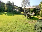 Georgeham Holiday Cottages Perrymans Garden With Table