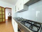 Angolo cottura. La cucina è dotata di frigo, congelatore, pentole, stoviglie,posate.