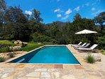 Splendide viste sulle montagne dalla nuova piscina