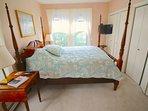 Master bedroom has a Queen bed...