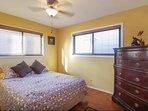 Bedroom 1: Queen Bed (downstairs)