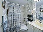 2nd bath with tub/shower.
