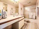 2nd hall bath with tub/shower.