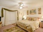 Bedroom,Indoors,Room,Art,Lamp
