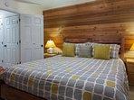 Master Bedroom Downstairs; King Bed/Flat Screen TV/Full En-suite bathroom