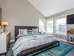 Master Bedroom - King Bed, Flat Screen TV