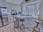 Park City Ontario Manor- Fully stocked kitchen, now completely renovated with granite counters!